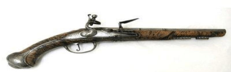 Pierre Monlong pistol